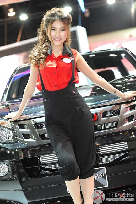 สาวไทยความสวยไม่เป็นรอง