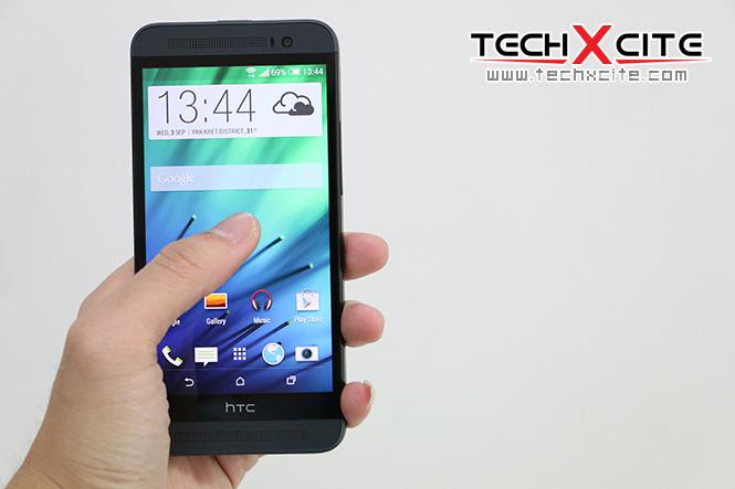 บน HTC One E8 มีฟีเจอร์ Motion Launch แบบเดียวกับ M8  คือสามารถใช้การควบคุมการปลดล็อคหน้าจอได้ เช่น เคาะหน้าจอเพื่อปลุกหน้าจอ  (เหมือน Knock On) ...