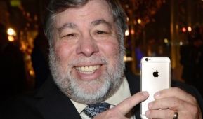 "IT :  Steve Wozniak เตือน Apple ""อย่าตัดแจ็คหูฟังออกจาก iPhone รุ่นใหม่เลย"" !!"