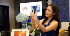 Android: ลูกค้าดีแทค Blue Member รับมอบ Huawei Mate 10 Pro พร้อมร่วมกิจกรรมถ่ายภาพกับเซเลบสุดฮอต!